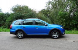 Dacia Logan Stepway, side static